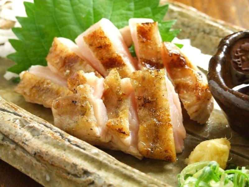【近江鶏ももタタキ】炭火の香りと鶏本来の甘みが融合しました♪