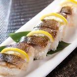炙り〆鯖押し寿司