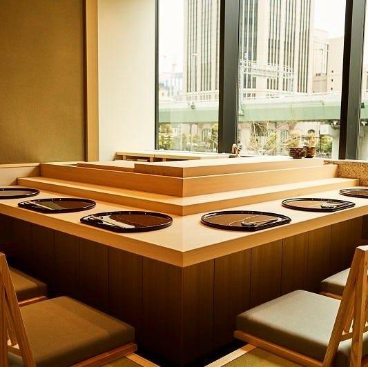 小上がり式の座敷カウンター個室 晴れの日やお昼の接待に最適