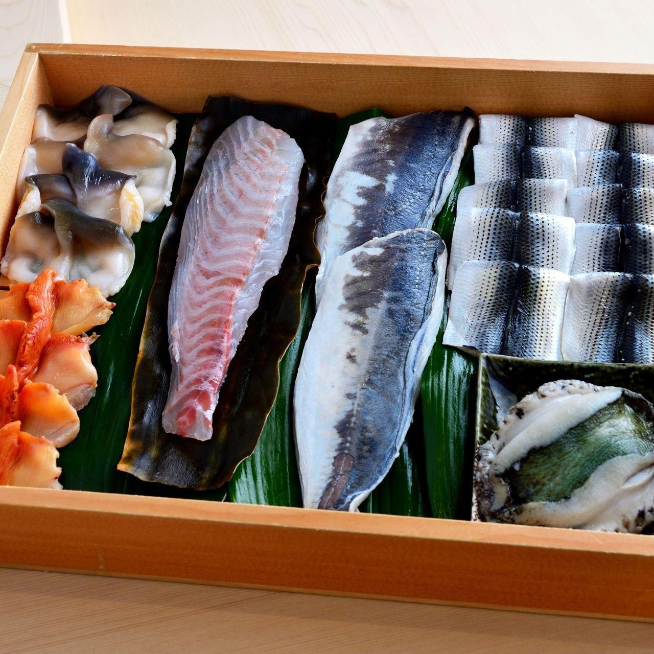 新鮮な魚介を市場や漁港より毎日直送