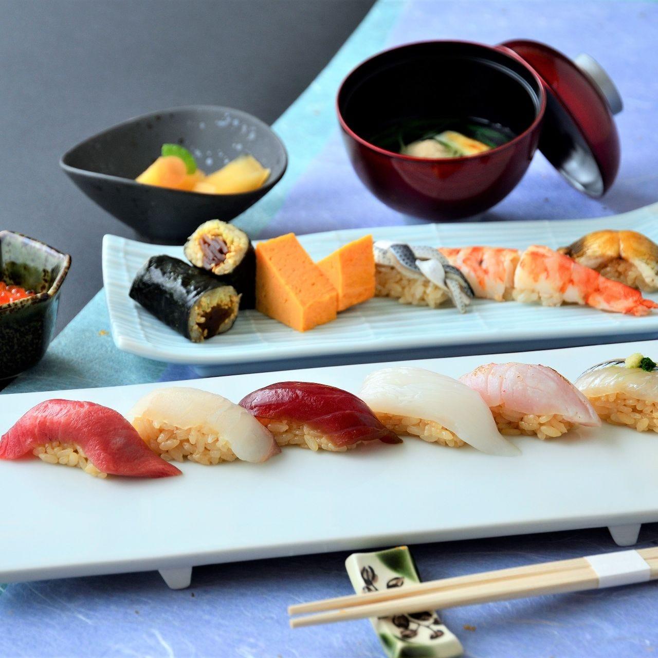 江戸前鮨を気軽に味わえるランチ にぎりセットと鮨会席で堪能