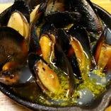 【New!】ムール貝の白ワイン蒸し