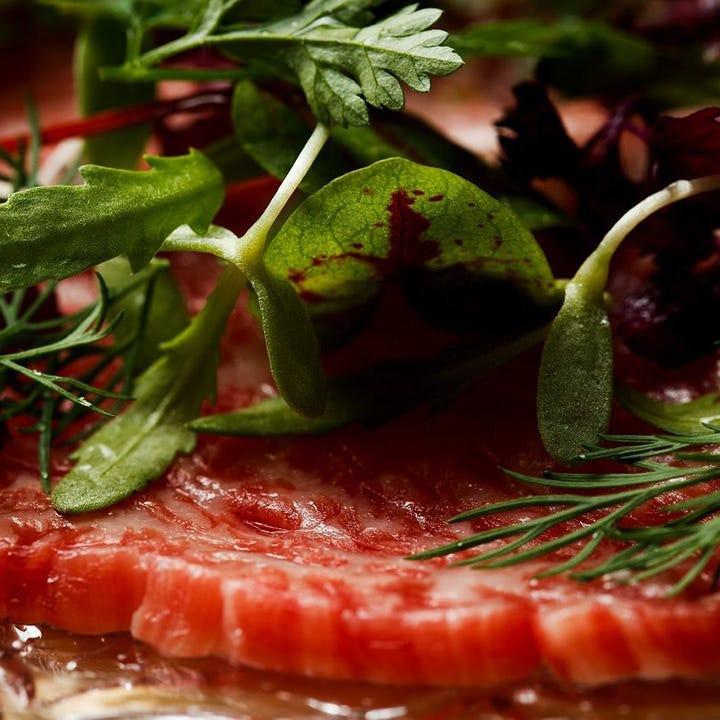 上質な肉と素材や調味料の絶妙な調和