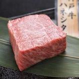 A5ランクの神戸牛をご用意。県外からのお客さまのおもてなしにも好評です。
