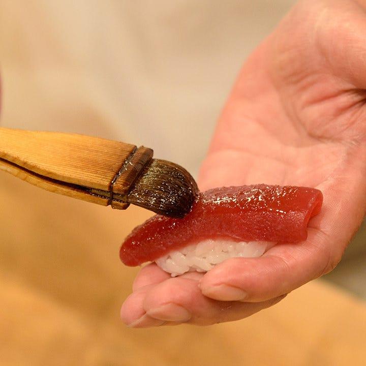 丁寧な仕事で作られた江戸前鮨をご堪能ください