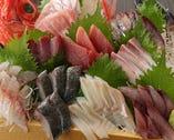 その名の通りの「どっさり盛」是非朝獲れ地魚をご堪能ください!