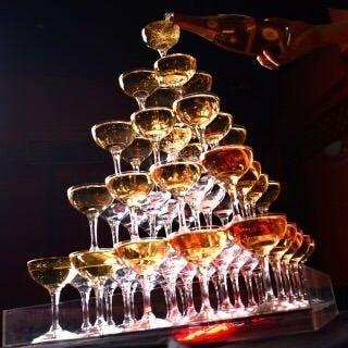 もちろん!シャンパンで乾杯!シャンパンは何杯でも飲み放題!