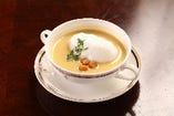ビーフブイヨンを使用したコーンスープです。