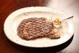 飛騨牛リブロース グリルステーキ 飛騨牛リブロースをグリルで、シンプルに焼き上げました。  飛騨牛の肉の旨味、脂の甘さを堪能して下さい。