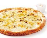 4種のチーズのピッツァ ~ハチミツ付~