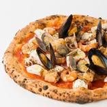 海の幸とリコッタチーズのピッツァ
