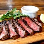 熟成牛のステーキ