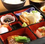 1番人気 まる秀御膳(ご飯・みそ汁・ミニサラダ・小鉢・一口プリン・ドリンク付き)