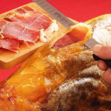 生ハムはスペイン産のハモンセラーノを取り寄せています。