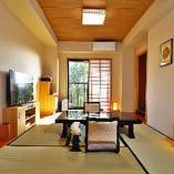 〈優雅な個室〉 日本庭園の景色も楽しめる個室が多数ございます