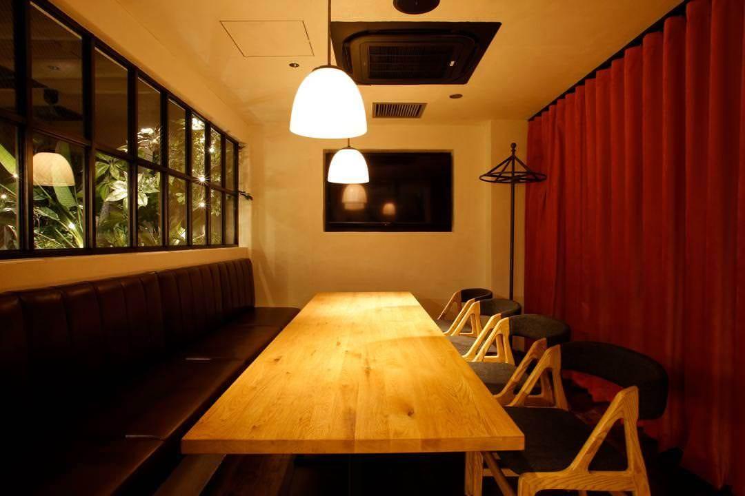 広々とした個室は2部屋用意。