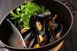 ムール貝とフレッシュトマトの香草蒸し