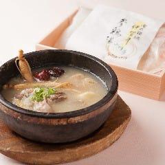 サムゲタン(地鶏のモモ肉を使用)