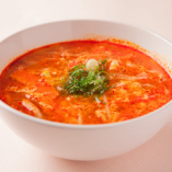 銘柄牛を柔らかくなるまで煮込んだ甘辛いカルビスープ