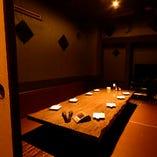 落ち着いた空間で、大人数の宴会も承ります。会社のご宴会、歓送迎会、打ち上げなど様々な利用用途に最適な空間です。