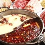 白湯と麻辣、2色のスープ