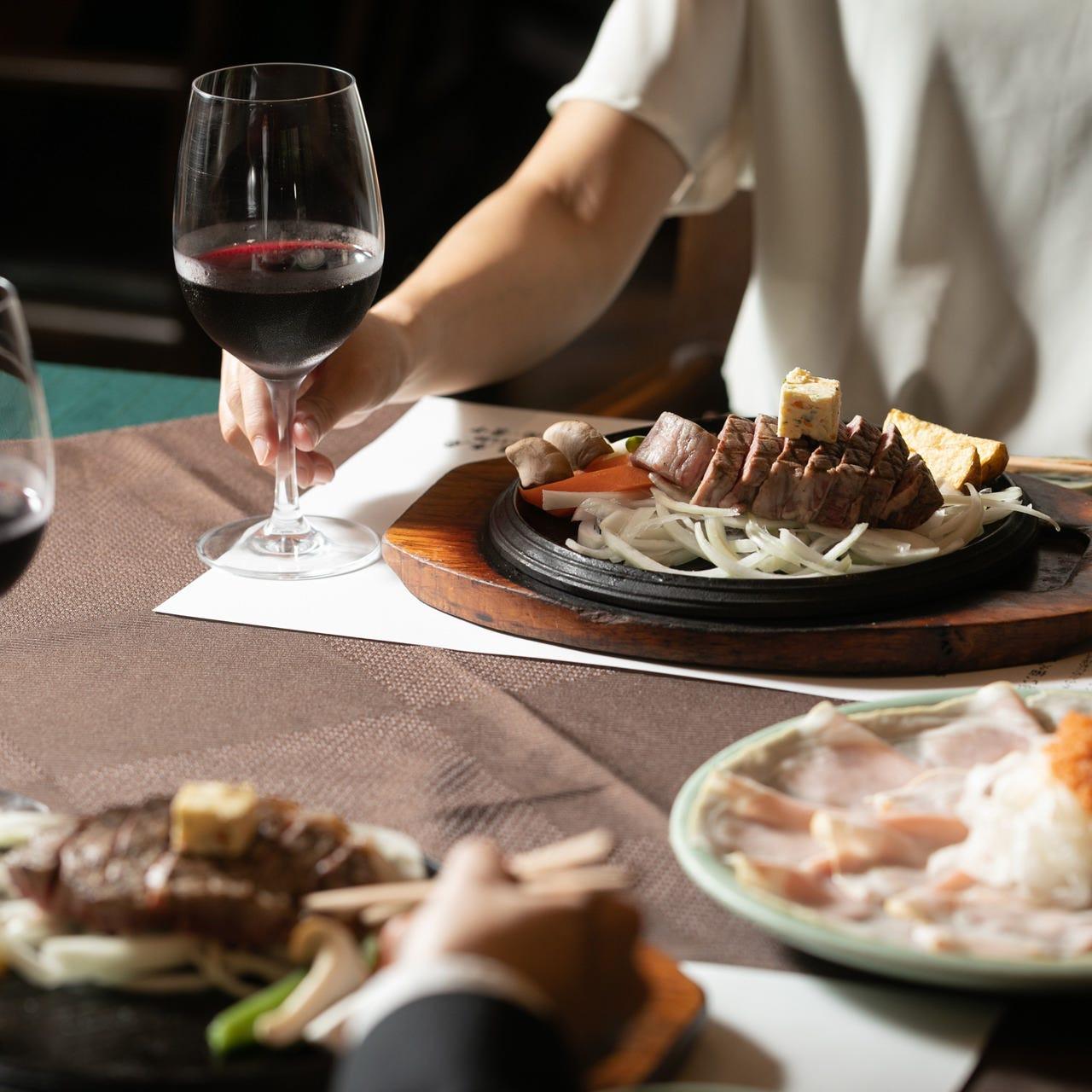 ご夫婦やご家族、お仲間とのディナーに少しだけ贅沢な時間を