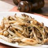 「キノコと野菜の鉄板焼き」はコースでお出ししております。