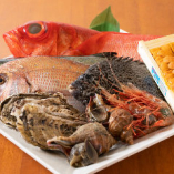 毎日市場より直送で仕入れる鮮魚。近海のものを中心に厳選!