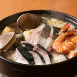 スープには魚介の旨みがたっぷり!