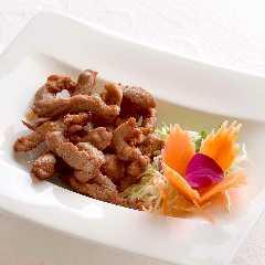 ムー・トーッ(豚肉のタイ醤油揚げ)