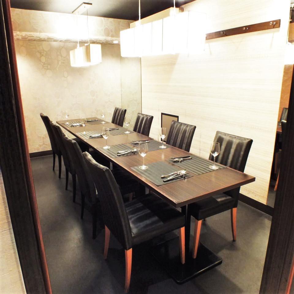 テーブル席・完全個室(壁・扉あり)・8名様~12名様