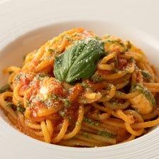 モッツァレラとバジルのトマトパスタ