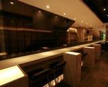洗練されたカジュアルなオープンキッチンで新和食と銘酒を…