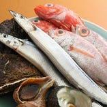 目利きしてその日の上物を仕入れる自慢の魚介類