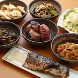 お惣菜各種は400円~500円(税抜)でご用意