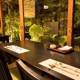 夜はしっとりと、お昼は開放的な気分でお食事が楽しめます