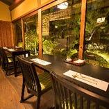 窓際のお席はおひとり様のお食事にもオススメです。