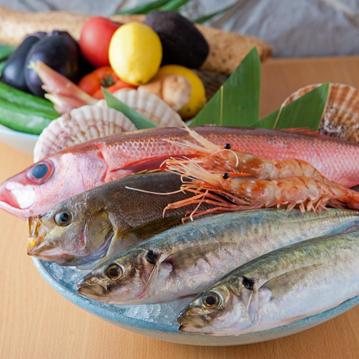 全国の漁港から集まる新鮮な魚介、そしてみずみずしい産直野菜