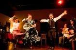 毎週月曜日はフラメンコライブを開催。館内は熱気に包まれます!