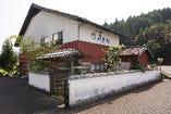 有田町の中心街から少し離れた、静かな場所に構えている。