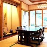 ゆったりできる心地よい雰囲気の個室です。