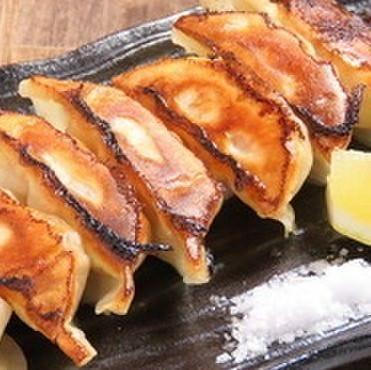 【餃子コース】1,980円(税込)★2種類の餃子やひな鶏揚げ、白い麻婆豆腐付き!