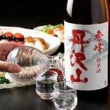 鮨との相性を見極めて厳選した日本酒を多数取り揃え
