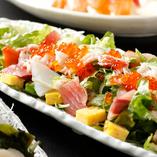 「海鮮サラダ 」