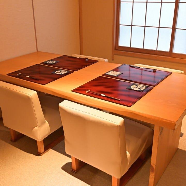 人数に合わせてご利用いただける和の完全個室でお食事をどうぞ