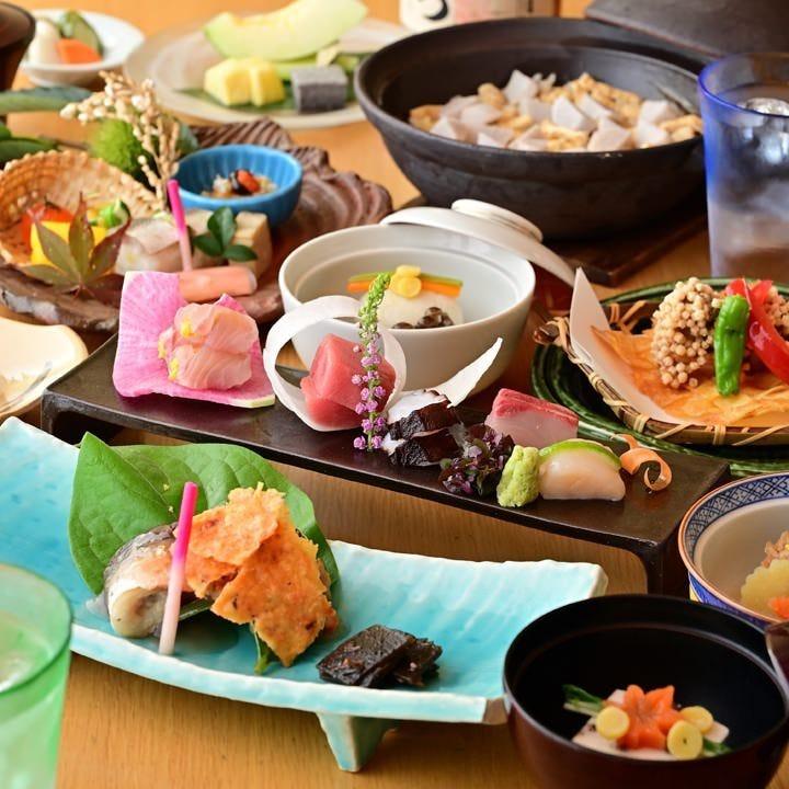 新鮮魚介を盛り込んだ会席コースは宴会や接待にぴったりです