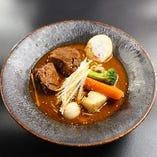 煮干スープカレーラーメン。麺屋菜々兵衛の自家製麺使用