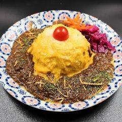 羊のオムライスチーズカレー(サラダ・杏仁豆腐・スープ付)