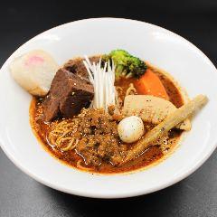 牛ホッペの煮込スパイスラーメン 羊骨スープ