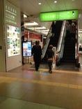 金沢駅ホームからあんと西3階へ。駅直結で雨の日も安心!